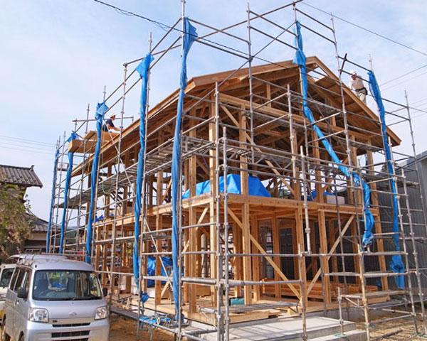 屋根・板金工事、木工事、機器類取り付け