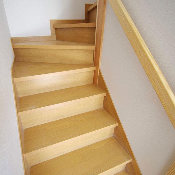 階段スペースはなるべく広く